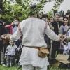 Dělení chleba mezi otce ženicha a nevěsty